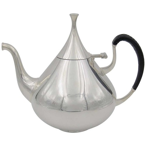Midcentury American coffee pot designed in silver-plate by  John Prip for Reed & Barton in 1961